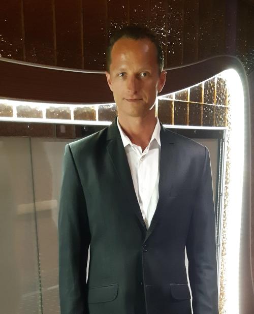 Zbigniew-Conrady-Infuu-Holders-CEOo1WCUxuKEXcuW